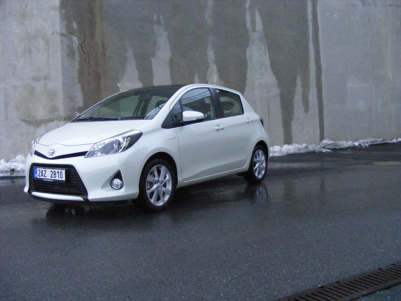 test toyota yaris hybrid ekoprcek auto journal. Black Bedroom Furniture Sets. Home Design Ideas