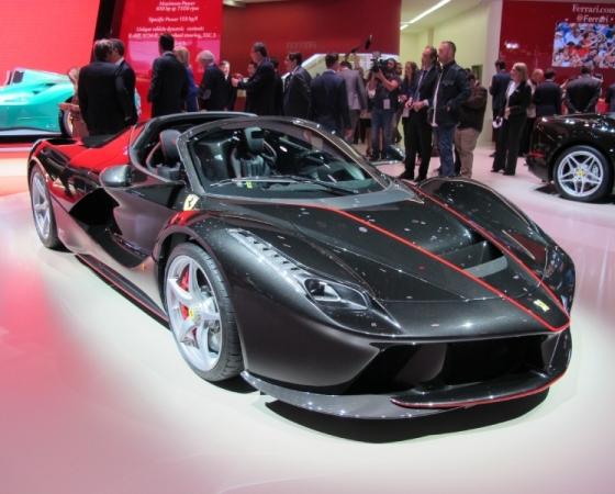 Ferrari_LaFerrari_Aperta_zive_Pariz_2016_nove_04_800_600