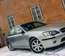 Subaru Legacy R exterior (12)