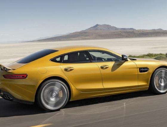 Mercedes-AMG_GT4_sedan_ilustrace_03_800_600