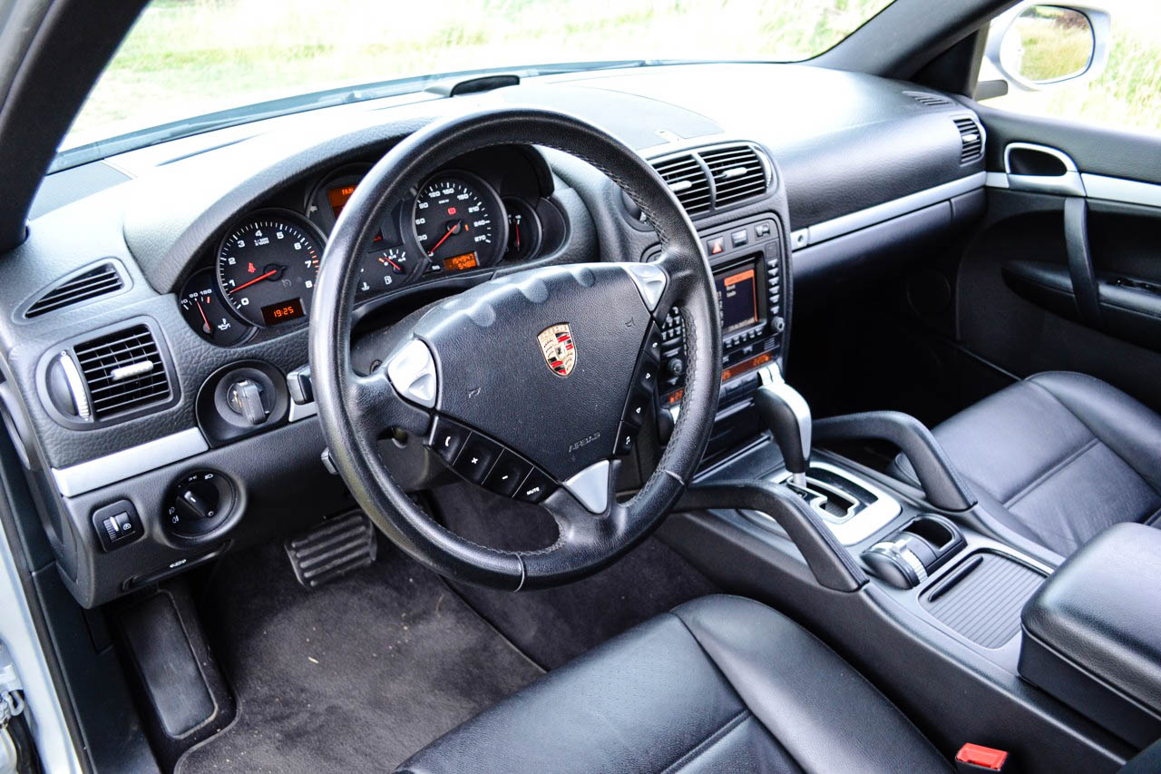 Test ojetiny porsche cayenne v6 auto journal Porsche cayenne interior parts