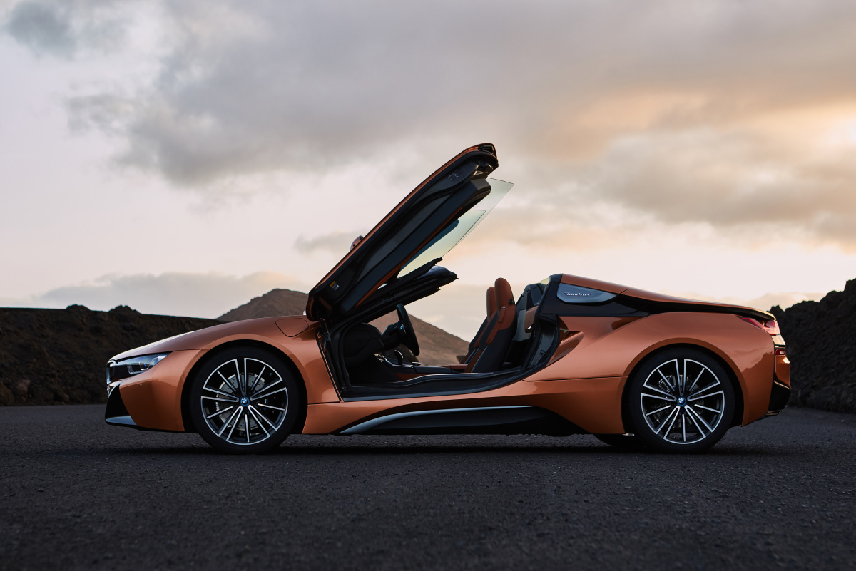 p90285405_highres_the-new-bmw-i8-roads