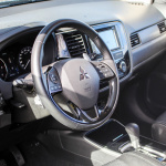 mitsubishi-outlander-my17-interior-5