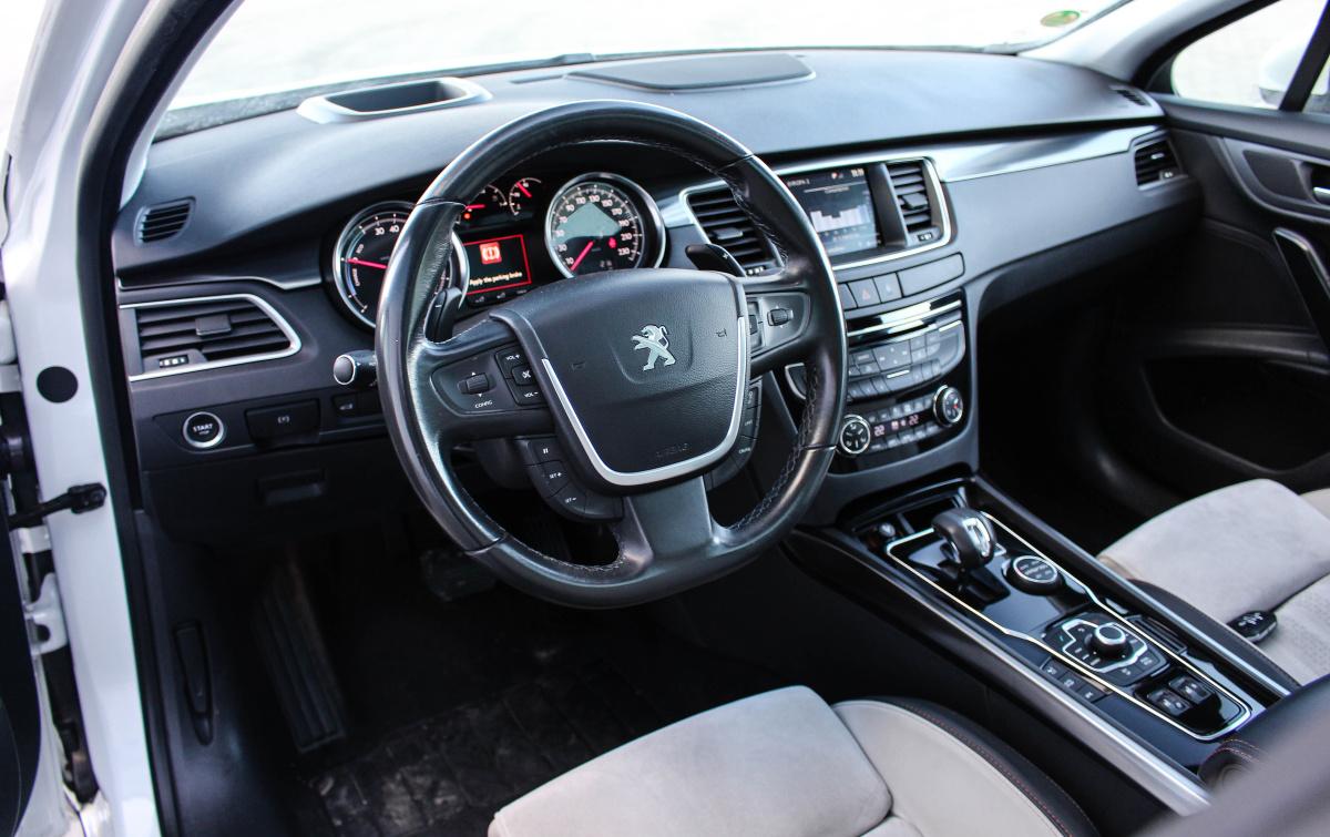 Test ojetiny peugeot 508 hybrid4 rxh byl tak patn e ho v robce rad ji ukon il auto journal - Interior peugeot 508 ...