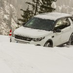 a_land_rover_discovery_sport_driving (1)