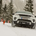 a_land_rover_discovery_sport_driving (2)