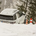 a_land_rover_discovery_sport_driving (3)