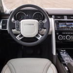 land-rover-discovery-5-interior-10