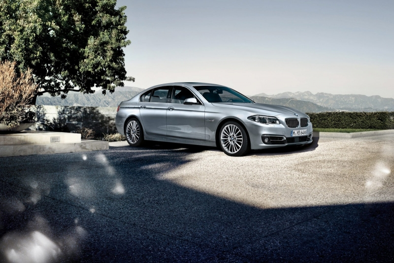 bmw_5_2014_facelift_oficialni_037_sedan_800_600