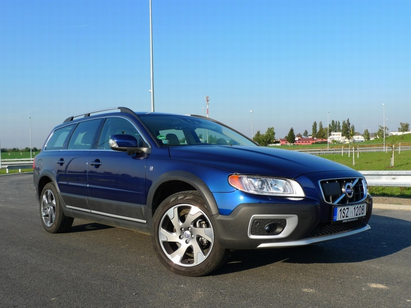 test_volvo_xc70_d5_awd_02_800_600