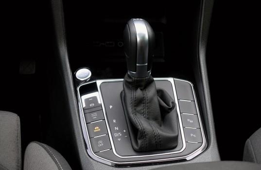 volkswagen-golf-sportsvan-interior-8a