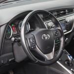toyota-auris-hybrid-interior-1