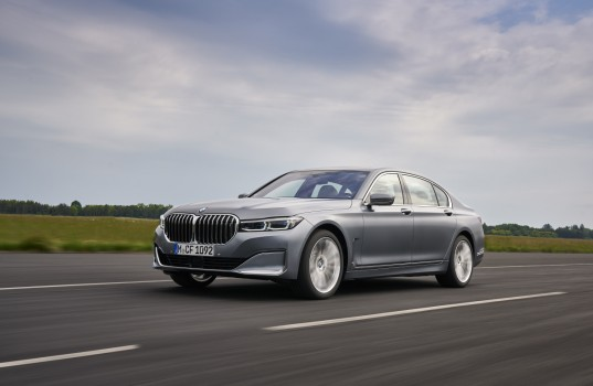 p90390837_highres_the-bmw-7-series-05