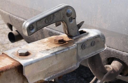 trailer-follower-rust-car-rusted-towbar-159a8685