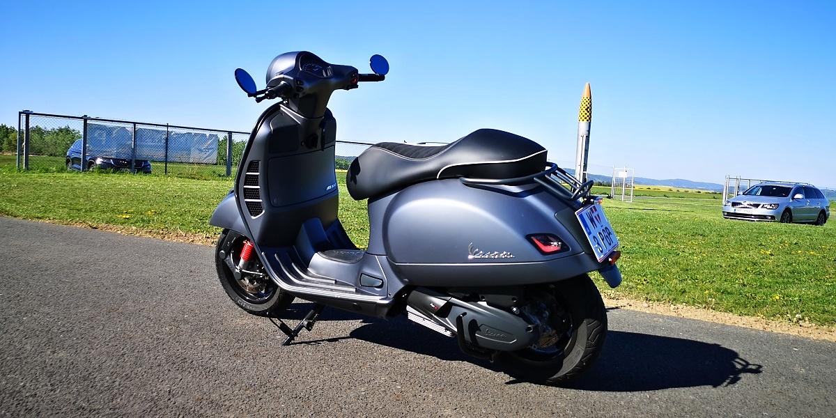 vespa-gts-300-hpe-supersport-27