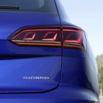 2020-volkswagen-touareg-r-plug-in-hybrid-10