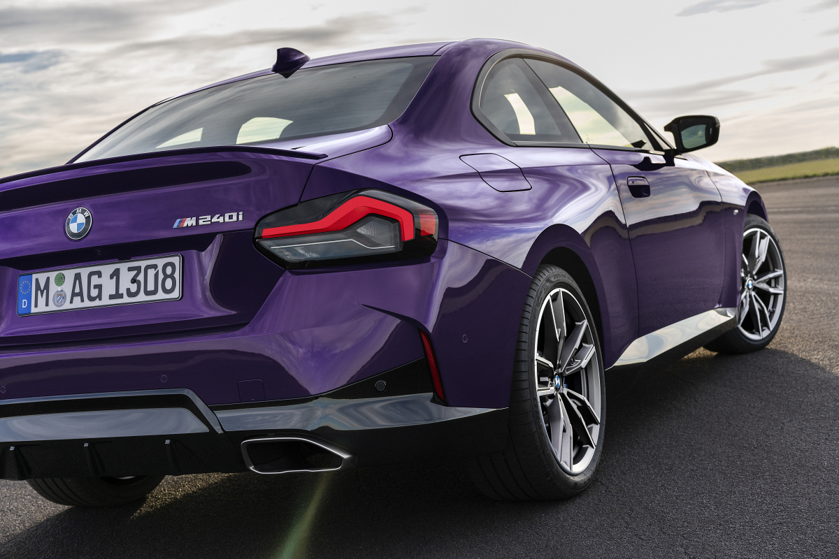 p90428462_highres_the-all-new-bmw-m240
