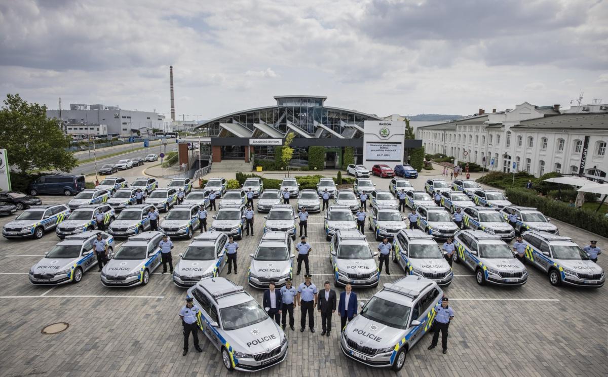 skoda-auto-doda-nove-vozy-pro-policii-cr-do-sluzby-se-hlasi-modely-kodiaq-a-superb-v-policejnim-provedeni1-2048x1272